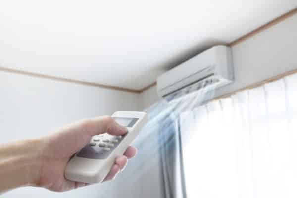 Can a ducted air conditioning system be installed in a 2 storey house?